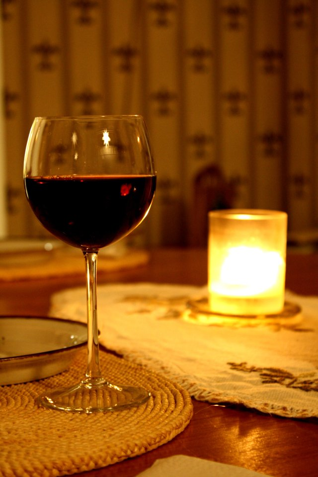 Glass_of_red_wine